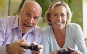 Los videojuegos favorecen el bienestar de las personas mayores. / GT
