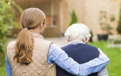 Cuidador de una persona con Alzheimer