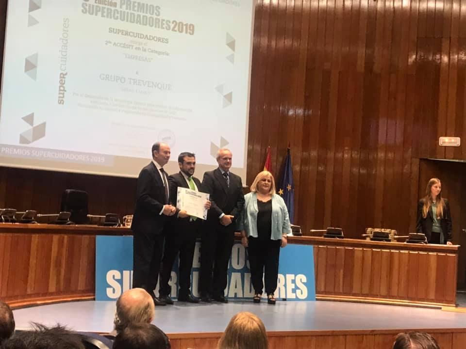 Chema Prados recibe el accésit de Supercuidadores